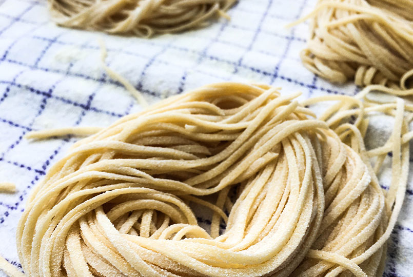 fresh-pasta-making