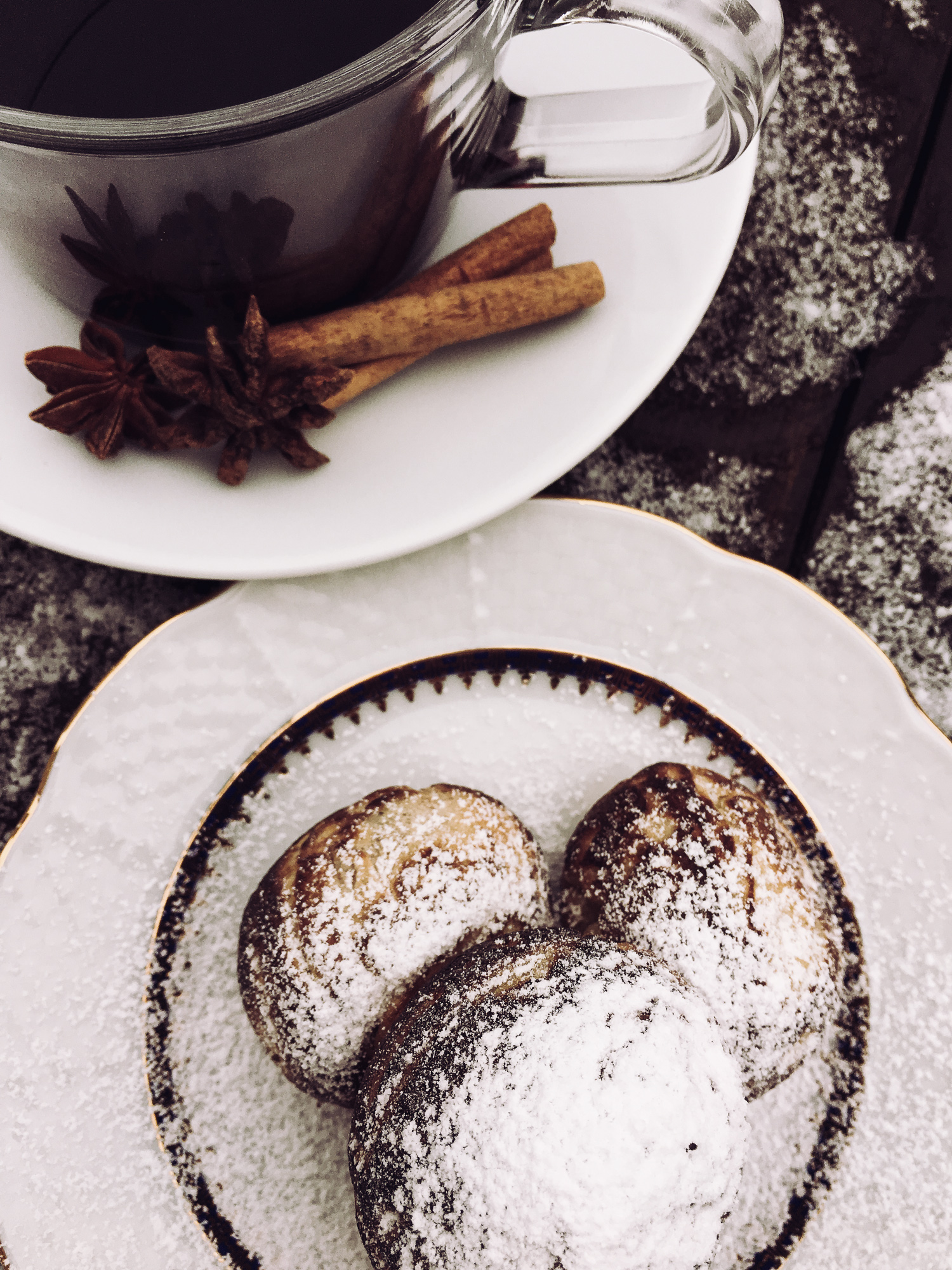 æbleskiver and mulled wine