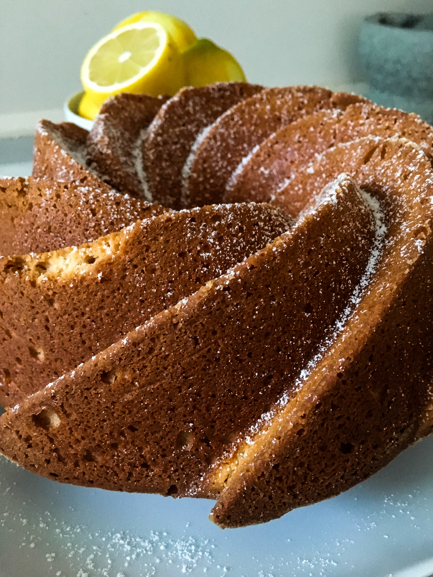 Ricotta cake dusted