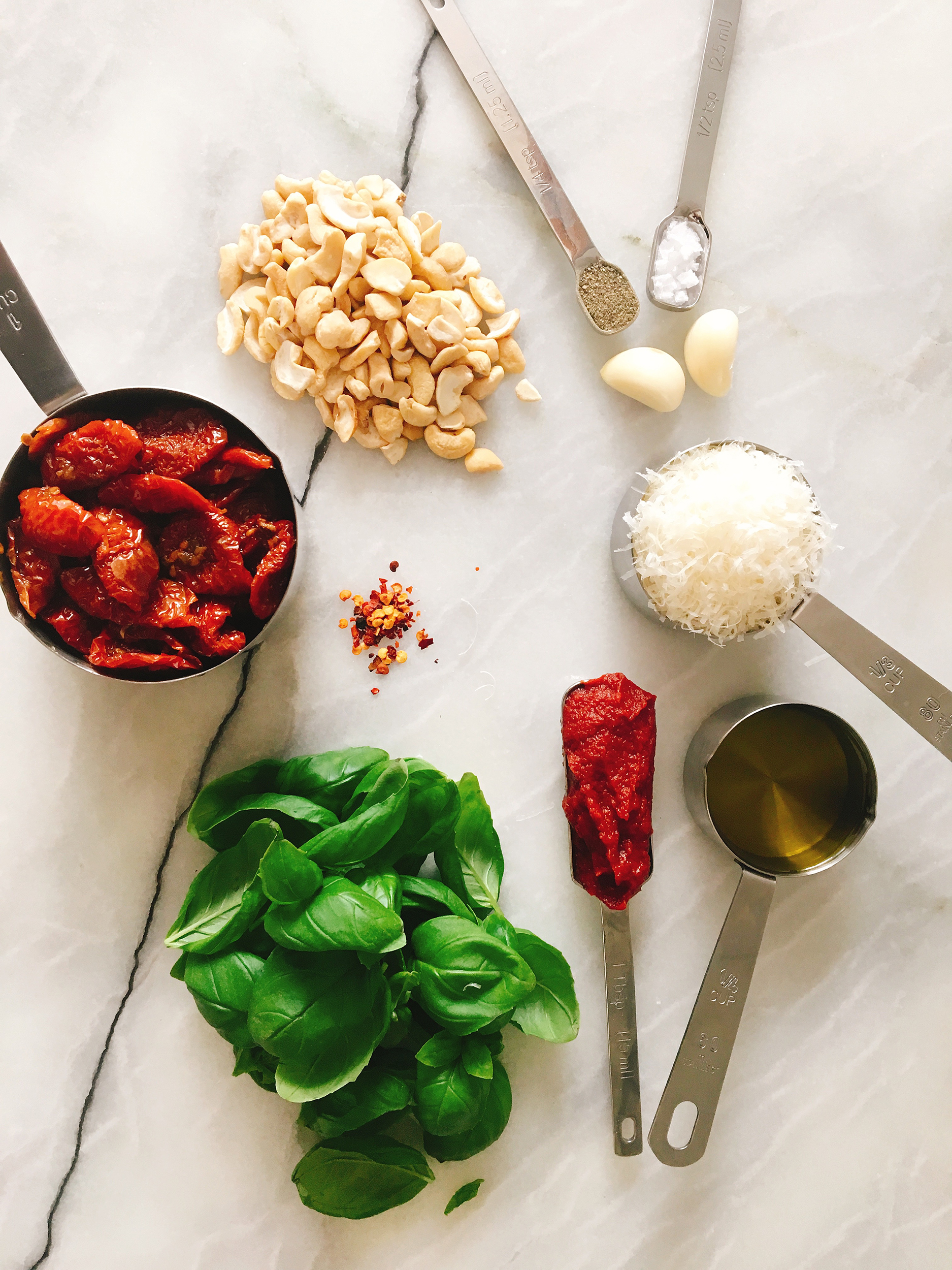 Tomato pesto ingredients