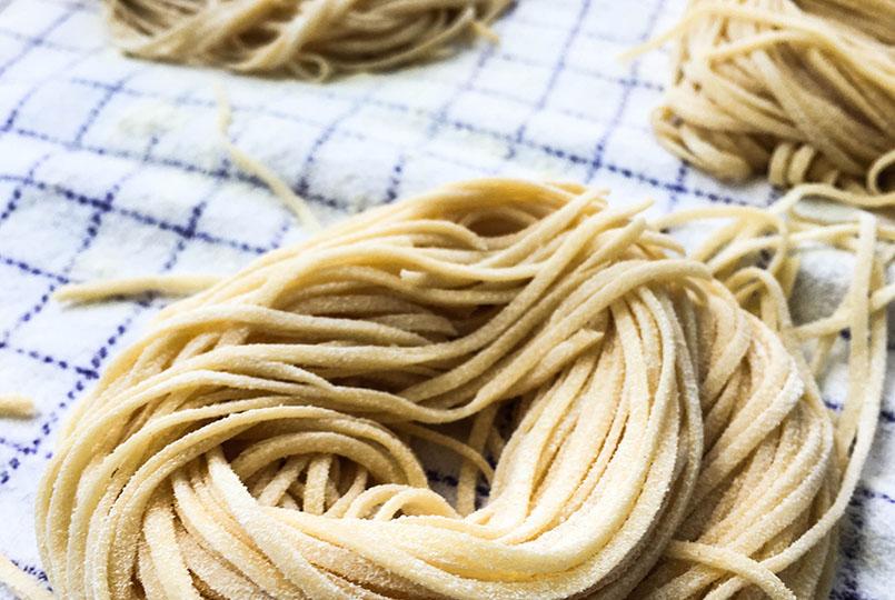 fresh-pasta-making